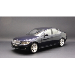 KYOSHO 08731NB BMW 330i Sedan Bleu Marine – Navy Blue