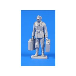 CMK F48301 1/48 German WW II Soldier with Fuel Cans