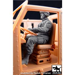 Black Dog F35052 1/32 US soldier driver M1070 Truck Tractor