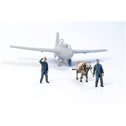 CMK F72346 1/72 1/72 Ox towing a Me 163B w/2 Luftwaffe Ground Crew