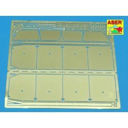 MODELCOLLECT UA72064 1/72 Soviet Army MAZ 7911 Heavy Truck