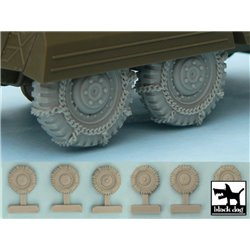 BLACK DOG T48042 1/48 M 8 / M 20 Snowchained wheels set