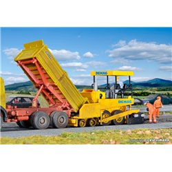 KIBRI 11652 HO1/87 DEMAG Asphalteuse – road surfacer