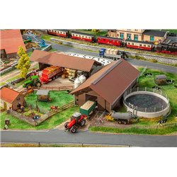FALLER 130574 HO 1/87 Exploitation agricole - Breeding farm