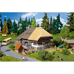 FALLER 130534 HO 1/87 Black Forest Farm with straw roof