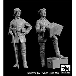 BLACK DOG F35212 German soldier with accordion+officer WW I 1/35