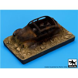 BLACK DOG D35002 Destroyed german car Afrika base 1/35