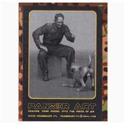 PANZER ART FI35-072 1/35 German tank officer playing with puppy
