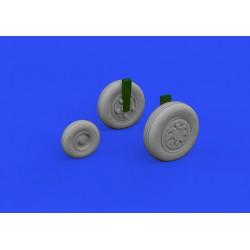 TRUMPETER 05517 1/35 Russian BTR-40 APC*