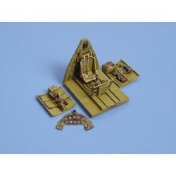 ICM 16009 1/16 British Police Female Officer