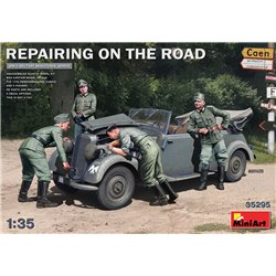 MINIART 35295 1/35 Repairing on the Road (Typ 170V Personenwagen Cabrio & 4 Figures)
