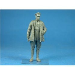 COPPER STATE MODEL F32040 1/32 Standing German Airman